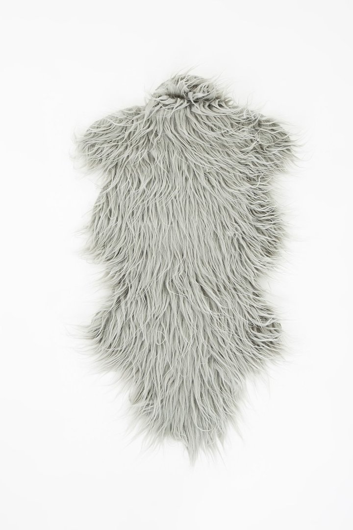 https://urban-planet.com/collections/up_home_decor/products/5275-20468198-faux-fur-rug